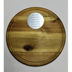 Tagliere in legno d'acacia rotondo con targhetta personalizzata www.personalizzazionilaser.it