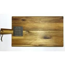 Tagliere in legno d'acacia rettangolare con targhetta personalizzata www.personalizzazionilaser.it