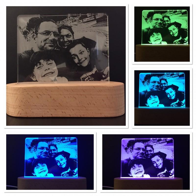 Lampada con foto incisa su plexiglass illuminata da base a led www.personalizzazionelaser.it