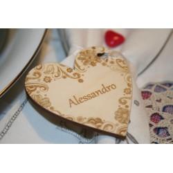 Segnaposto matrimonio a forma di cuore decorato www.personalizzazionilaser.it